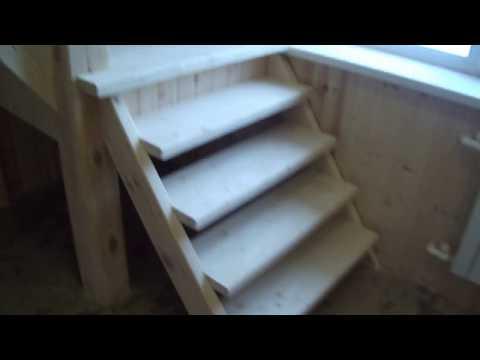 Лестница на второй этаж в бане.