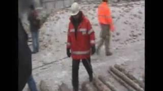 preview picture of video 'KomÍn čeká!!! - odstřel komína Kutná Hora'