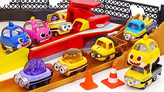 Minions has turned into Tomica! Let's have fun with the shark family~
