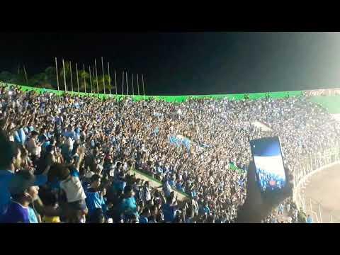 """""""Alentando a la akd 💙"""" Barra: Los Chiflados • Club: Blooming"""