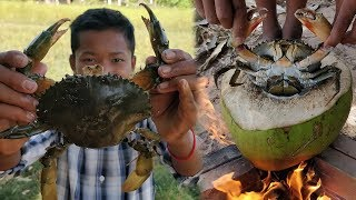 Delicious Mudcrab Cooking in Coconut Fruit / Eating Mudcrab
