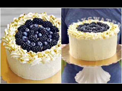 Tort z kremem jogurtowym i borówkami, jeżynami - PRZEPIS – Mała Cukierenka