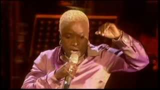 "Angelique Kidjo featuring the Soweto Gospel Choir - ""Afirika"" (Live at the 46664 Concert)"