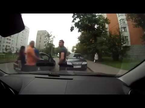 Гадёныши воруют с автомобилей