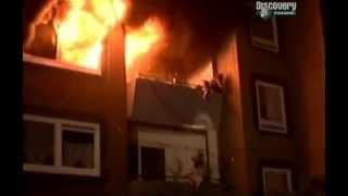 Семья на балконе в огне
