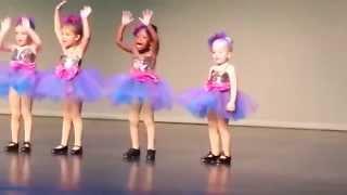 Девочка своим танцем сорвала овации всего зала