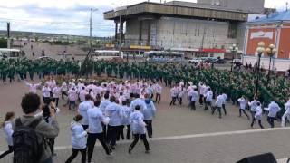 Смотреть онлайн Огромный зеленый флешмоб в Томске