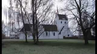 preview picture of video 'Holte Kirke ringer til Julegudstjeneste 2013'