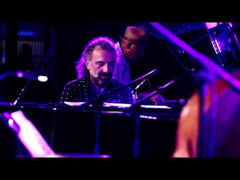 Stefano Bollani - Galapagos (QUE BOM single) online metal music video by STEFANO BOLLANI