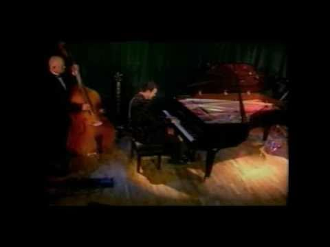 "Silard Somorjay. Awesome piano. 希拉德。真棒^^""琴。"