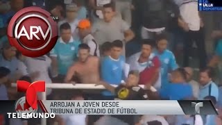 Lanzan a un joven desde una tribuna de fútbol | Al Rojo Vivo | Telemundo