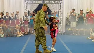 Quand les soldats rentrent chez eux par Surprise #2