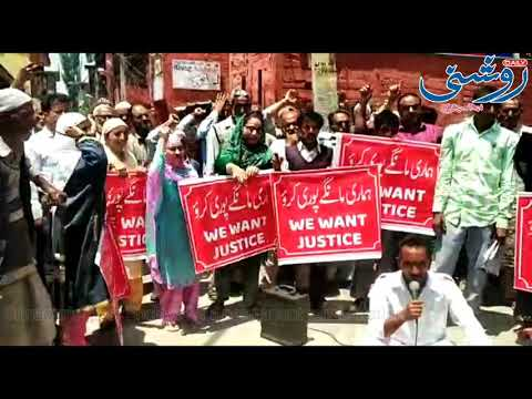 Shed Residents of River Jehlum staged a protest here in Srinagar's Press Enclave for a permanent reh