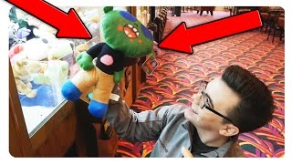 HOW DID I WIN THIS MUCH?! | Huge Claw Machine Arcade