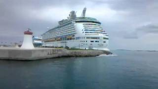 preview picture of video 'NCL Cruise Ship at St. George Port, Bermuda'