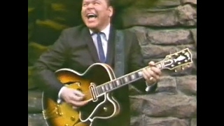 """Roy Clark is """"Racing The Mule"""" on Guitar! (Billy Mize Intro)"""