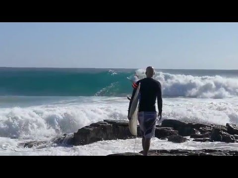 Exciting surf at Point Cartwright