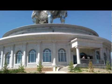 Памятник Чингисхану. Монголия.
