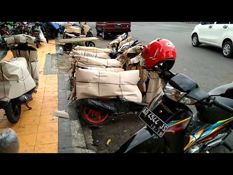 packing paketan delivery ptpg2 di herona express depan stasiun kereta api klaten jawatengah