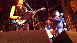 Rare: Stereophonics Kelly Jones sings Debris with Ronnie Wood