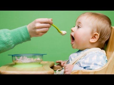 Essen vom Löffel: Erste Beikost für Babys (urbia.tv)