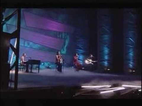 The Corrs - Runaway Live! - смотреть онлайн на Hah Life