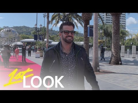 Johnny Bananas Becomes a Tour Guide at Universal Studios Hollywood | 1st Look TV