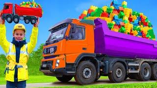 Kinder spielen und lernen mit Lastwagen, Bagger & Spielzeugautos