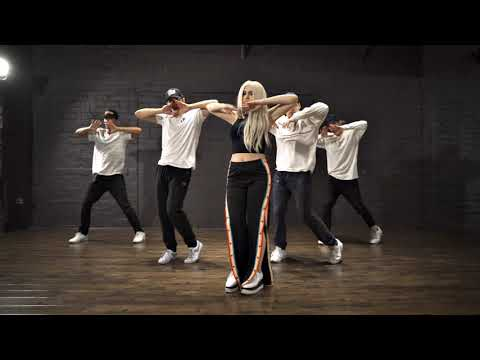 Ava Max – Sweet But Psycho (The Williams Fam Dance)