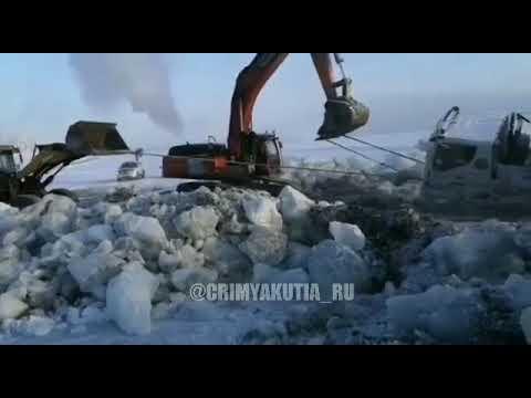 Видеофакт: В Якутии вытащили из реки бензовозы