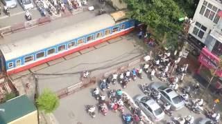 Gác chắn tàu hỏa đường Khâm Thiên Hà Nội - Railway barrier in Hanoi