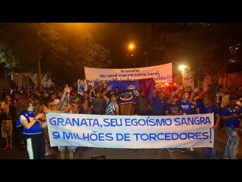 """""""PROTESTO PEDINDO A RENÚNCIA DA DIRETORIA DO CRUZEIRO!"""" Barra: Torcida Fanáti-Cruz • Club: Cruzeiro"""