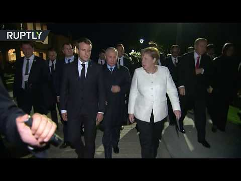 العرب اليوم - معطف بوتين يثير اهتمام ميركل خلال قمَّة اسطنبول