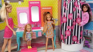 Barbie Chelsea Stacie New School Morning Routine - Packing lunchbox & Riding School Bus