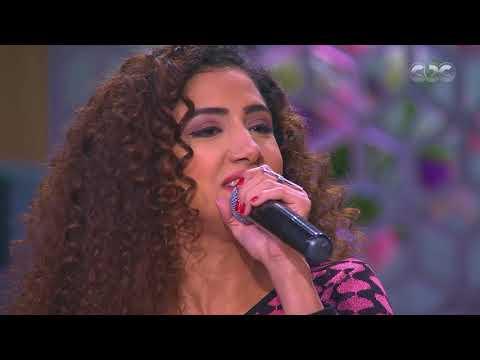 """محمد عادل """"ميدو"""" يغني لعدوية برفقة شقيقتاه"""