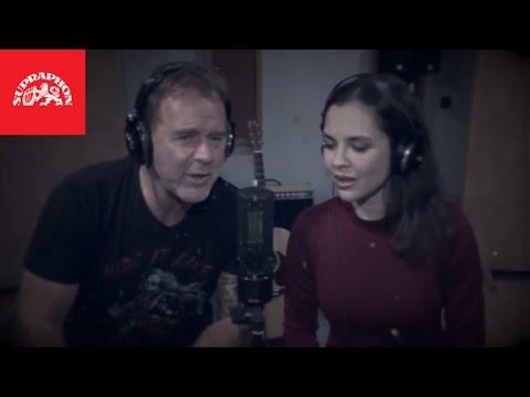Jakub Smolík a Hedvika Tůmová - Zas Vánoce jsou (Oficiální video)