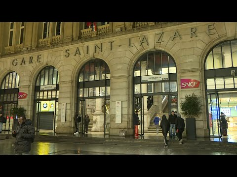 Day 5 of strikes in Paris: Images of train station as rail network disrupted | AFP