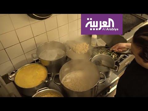 العرب اليوم - شاهد: قصة طباخ مغربي يعد الطعام مجانًا لمستشفيات بريطانيا