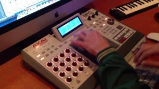 DJ Stuart Samplea El Himno Nacional Argentino