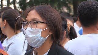 Трендом ЕНТ-2018 стали защитные медицинские маски на выпускниках