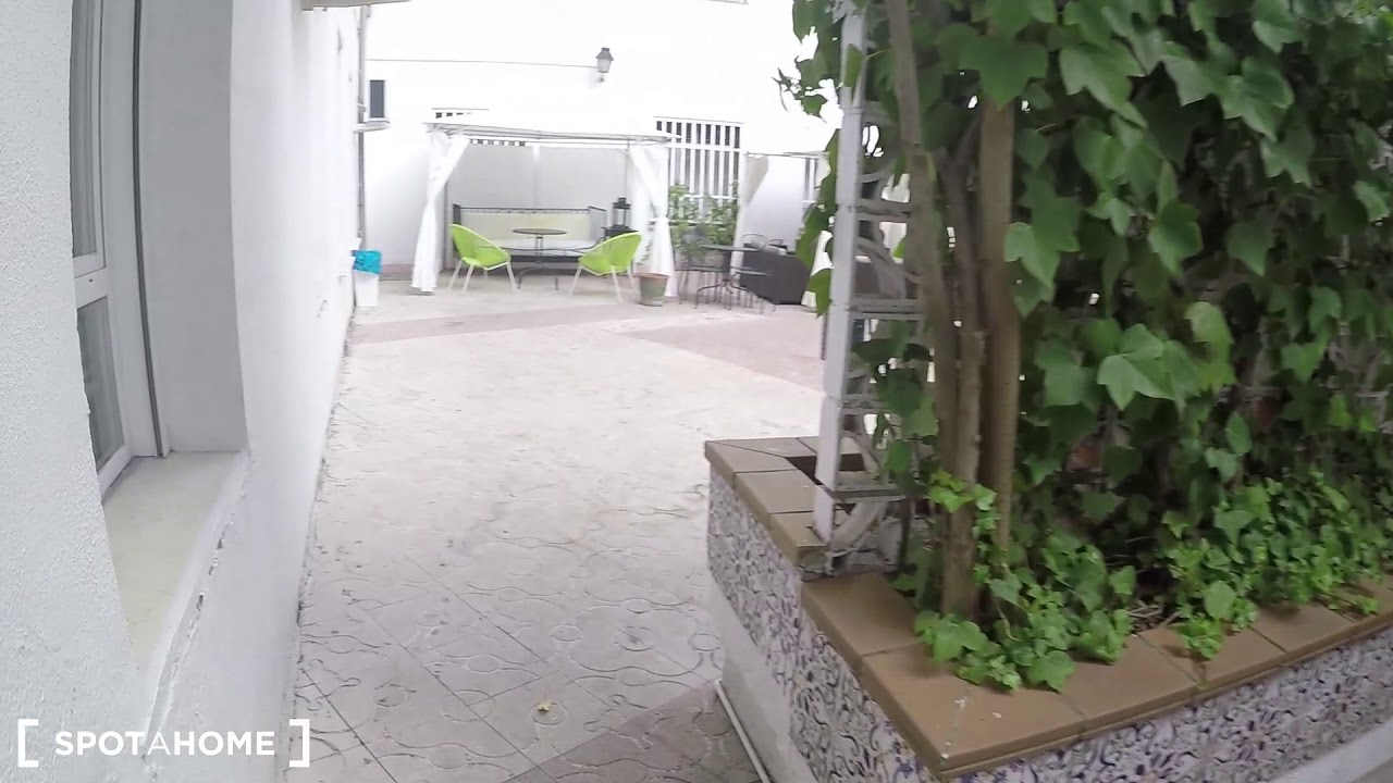 Rooms for rent in bright and modern residence hall with terrace and gym in Argüelles