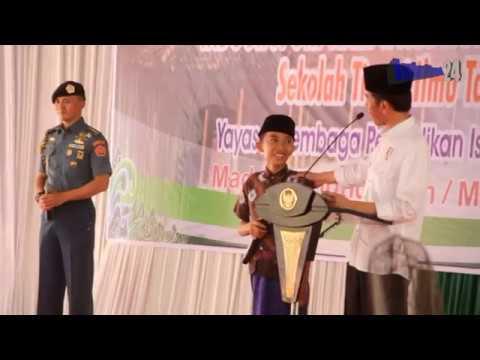 Ajudan Presiden Ini Menahan Ketawa & Tersenyum Saat Jokowi Bercanda Dengan Anak anak