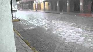 preview picture of video '2010-12-25-Bolivia-HzF-P1600143-Santa Cruz-tropical rain-stortbui-lluvia-chubasco'