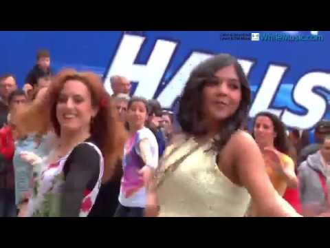 Bollywood Hot Dance On Streets - HD Dance Video - 1 - WhileMusic.com