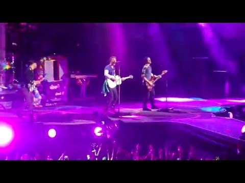 Coldplay - Every teardrop is a waterfall (Live in São Paulo 2016)