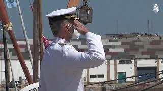 """Su Majestad el Rey acompaña al Buque Escuela de la Armada """"Juan Sebastián de Elcano"""" en su llegada al Puerto de la Bahía de Cádiz"""