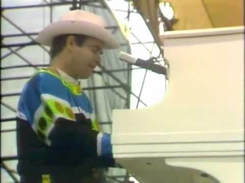 Elton John - Tiny Dancer (Central Park 1980)