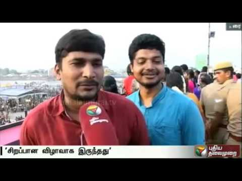 Lakhs-witness-Kallazhagar-setting-foot-in-Vaigai-river