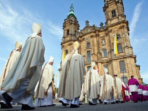 Какие крестики можно освятить в церкви