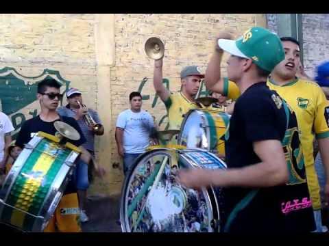 """""""LA BANDA DE VARELA ,PREVIA CON BOMBOS Y TROMPETAS (1)"""" Barra: La Banda de Varela • Club: Defensa y Justicia"""